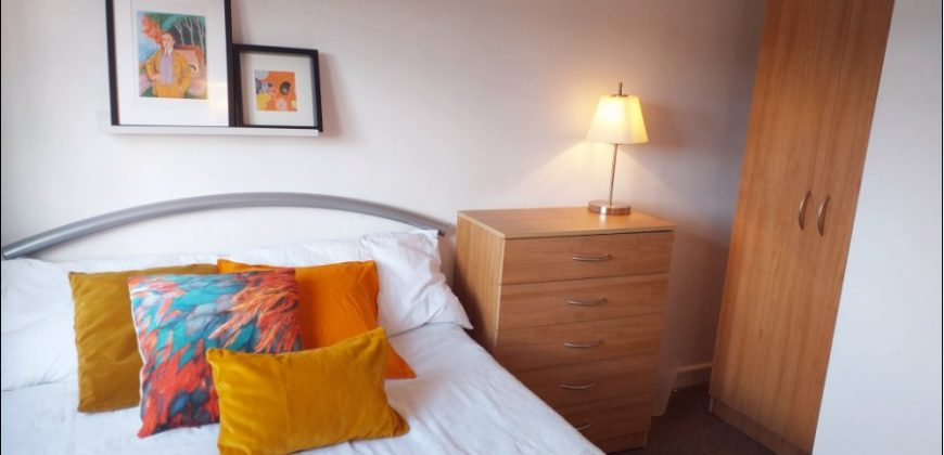 All Bills Included, Minimum 3 Month Let, Double Room in a Spacious Superior 6 Double Bedroom 2 Bath House