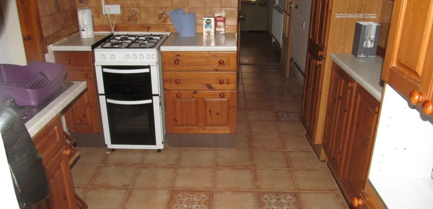 Spacious Upmarket 4 Double Bed House, Lounge, Large Kitchen, Dining Room / Conservatory