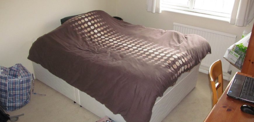 Spacious 3 Double Bed Semi, Spare 4th Room, Near University, Driveway Parking, Garage