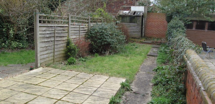 Spacious Upmarket 5 Double Bedroom 2 Bath House, Spare Room, TV in Lounge and Every Bedroom