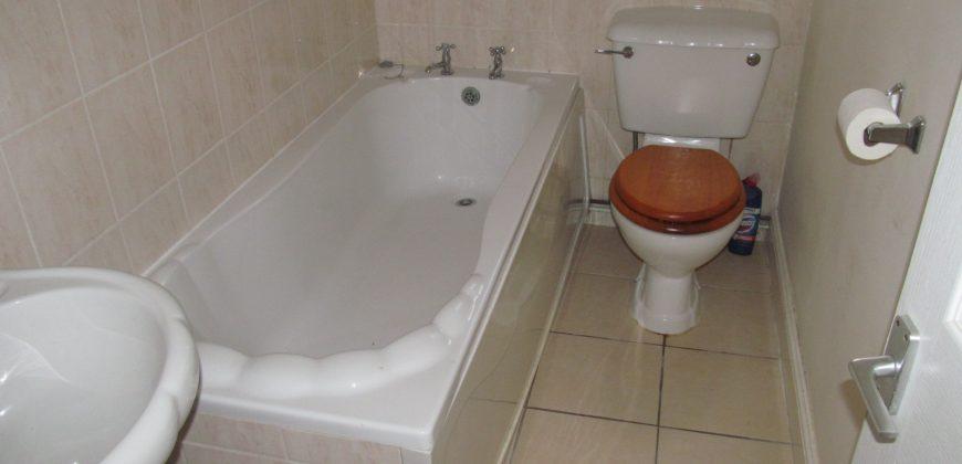 Spacious 2 Bath 4 Double Bedroom House, Walking Distance to University / Hospital