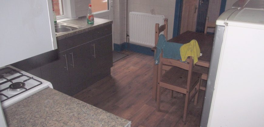 Refurbished Spacious 5 Double Bedroom 2 Bath House, Excellent Condition, Off Road Parking