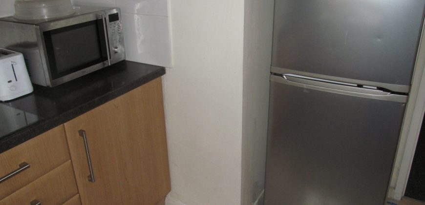 Spacious 5 Double Bed House, Massive Attic Bedroom