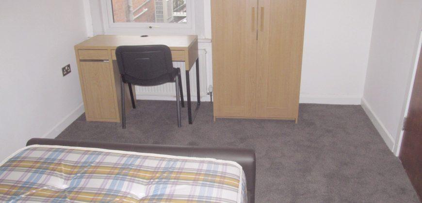 Spacious, Upmarket 4 Double Bedroom 2 Bath Apartment, Next to University Entrance