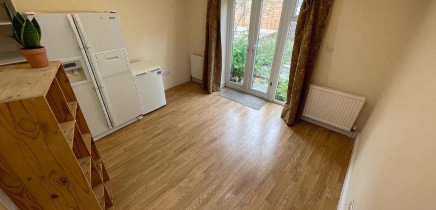 Student Rooms in an Upmarket, Spacious 7 Double Bed 4 Bath House, Recently Refurbished