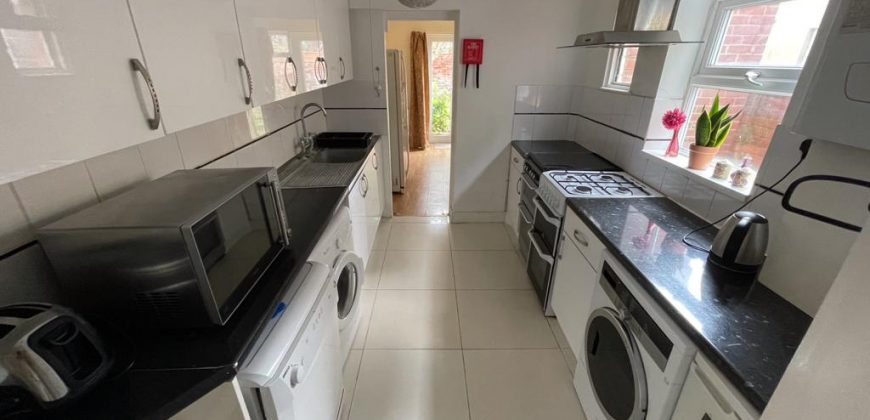 Ensuite Student Rooms in an Upmarket, Spacious 7 Double Bed 4 Bath House, Recently Refurbished