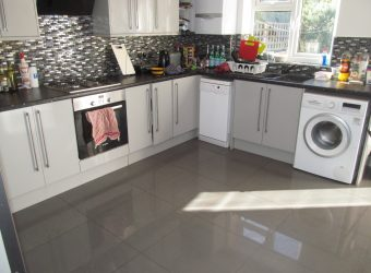 Top Quality, Spacious 6 Double Bed 3 Bath House, Massive Communal Lounge / Kitchen, Recently Refurbished