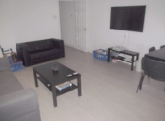 Recently Refurbished, Spacious Superior 6 Double Bed 3 Bath House, Massive Communal Lounge / Kitchen