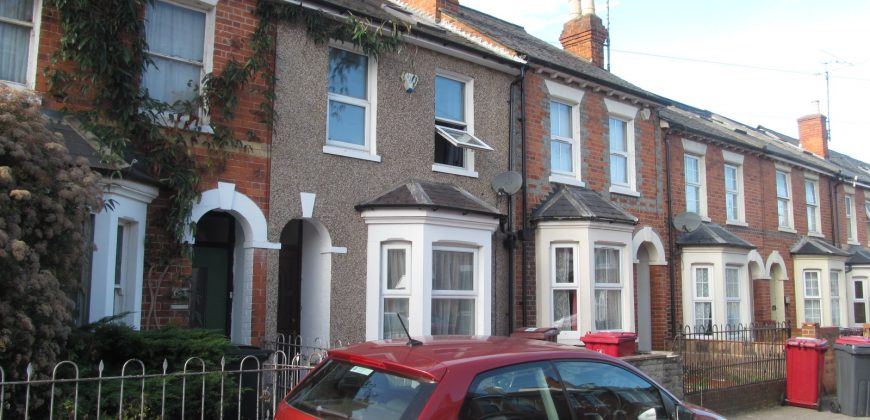 REFURBISHED Superior Spacious 3 Bath 6 Double Bed House, Newly Furnished to a High Standard