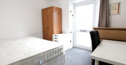 Upmarket, Spacious, 4 Double Bedroom 2 Bath Flat, Off Road Parking
