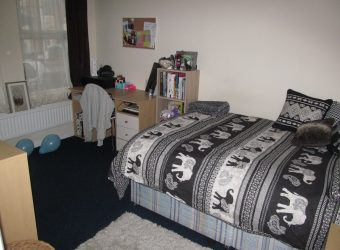 Spacious 2 Bath 4 Double Bedroom House, Excellent Condition, Ideal for Students