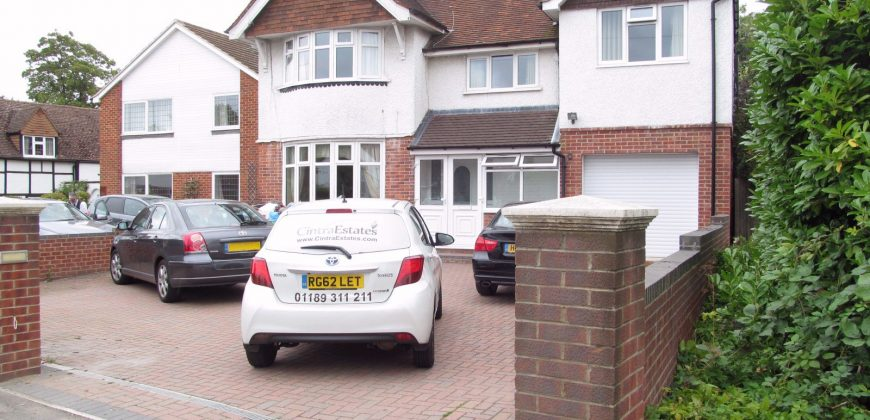 AMAZING 8 Double Bed 3 Bath House, Off Road Parking, Walking Distance to University