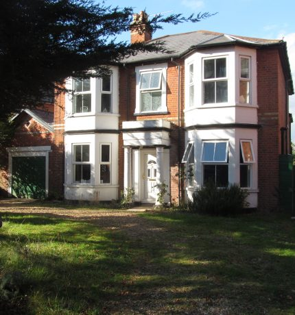 Stunning 8 Double Bedroom 3 Bath Superior Student House, Driveway Parking, Ideal Location for Local Facilities and University
